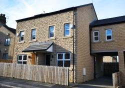 Semi Detached House To Let  Newsome West Yorkshire HD4