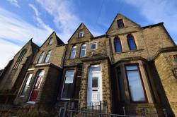 Terraced House To Let  Moldgreen West Yorkshire HD5