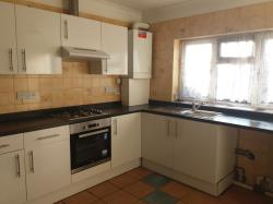 Flat To Let  Hanworth Middlesex TW13