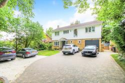 Detached House To Let  Digswell Hertfordshire AL6