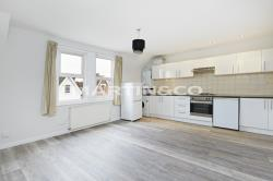 Flat To Let  South Wimbledon Greater London SW19