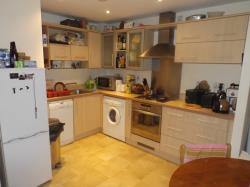 Flat To Let  Vivian Court Nottinghamshire NG5