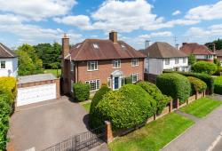 Detached House For Sale  Berkhamsted Hertfordshire HP4