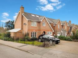 Detached House To Let Kenny Drive Carshalton Surrey SM5