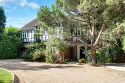 Detached House For Sale  Hadley Wood Hertfordshire EN4