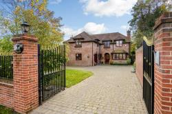 Detached House To Let  Hadley Wood Hertfordshire EN4