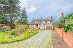 Detached House For Sale  Hoddesdon Hertfordshire EN11