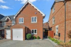 Semi Detached House For Sale Essex LOUGHTON Essex IG10