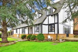 Detached House For Sale  Buckhurst Hill Essex IG9