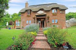 Detached House For Sale  Hungerford Berkshire RG17