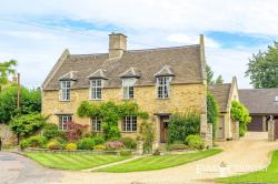 Detached House For Sale  Barton Seagrave Northamptonshire NN15
