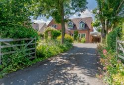 Detached House For Sale Wilmcote Stratford-Upon-Avon Warwickshire CV37