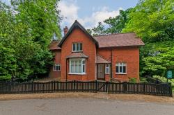 Detached House For Sale  Thundridge Hertfordshire SG12