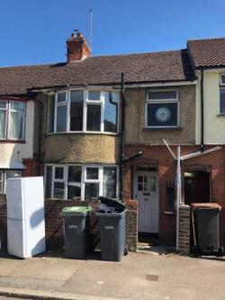 Terraced House To Let  New Town Bedfordshire LU1