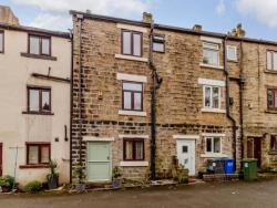 Terraced House For Sale  Hyde Derbyshire SK14
