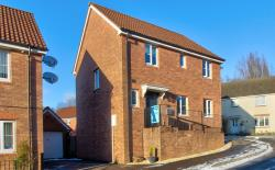 Detached House For Sale  Bargoed Glamorgan CF81