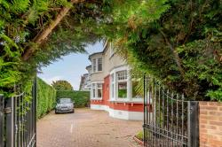 Terraced House For Sale  London Greater London N13