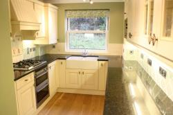 Flat To Let  Guildford Surrey GU2