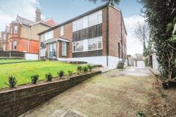 Flat For Sale Woodville Road Barnet Hertfordshire EN5