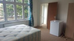 Detached House To Let  Slough Middlesex UB1