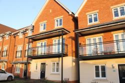 Terraced House To Let  Langley Berkshire SL3
