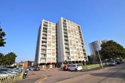 Flat To Let Navestock Crescent Woodford Green Essex IG8