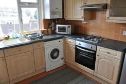 Flat To Let Poplar Grove Wembley Middlesex HA9