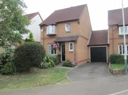 Detached House To Let  Romford Essex RM3