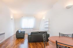 Flat To Let Carysfort Road London Greater London N16