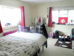 Semi Detached House To Let Winnersh Wokingham Berkshire RG41