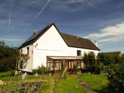 Detached House To Let  Lower Wick Gloucestershire GL11