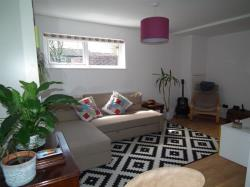 Flat To Let Holtdale Place Leeds West Yorkshire LS16