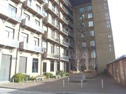 Flat To Let Road Brighouse West Yorkshire HD6