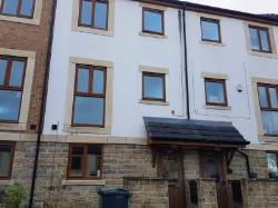 Terraced House To Let  Huddersfield West Yorkshire HD5