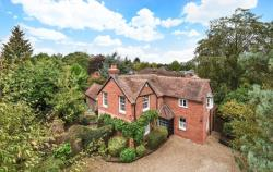 Detached House For Sale  Finchampstead Berkshire RG40
