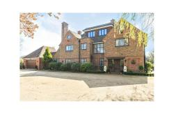 Detached House To Let  Winkfield Berkshire SL4