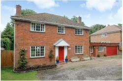 Detached House To Let  Newbury Berkshire RG14