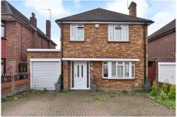Detached House To Let  Langley Berkshire SL3