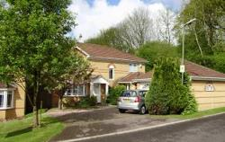Detached House To Let  THATCHAM Berkshire RG18