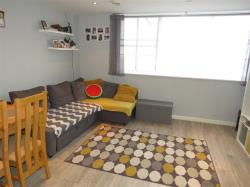 Flat For Sale Church Street Dunstable Bedfordshire LU5