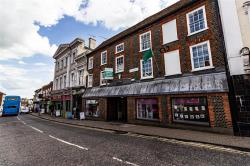 Flat For Sale Lake Street Leighton Buzzard Bedfordshire LU7