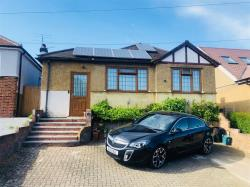 Detached Bungalow For Sale  KINGS LANGLEY Hertfordshire WD4