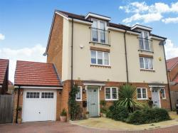 Semi Detached House For Sale Leavesden Watford Hertfordshire WD25