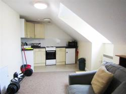 Flat To Let Wolborough Street NEWTON ABBOT Devon TQ12