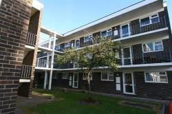 Flat To Let Goldlay Avenue CHELMSFORD Essex CM2