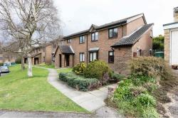 Flat To Let Park View Road REDHILL Surrey RH1