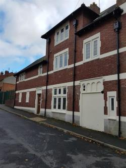 Flat To Let Fenton Street BRIERLEY HILL West Midlands DY5