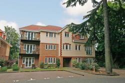 Flat To Let  Woodham Surrey KT15