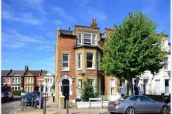 Terraced House To Let  London,  Greater London SW11