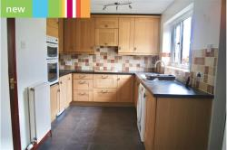 Detached House To Let  Brighouse West Yorkshire HD6